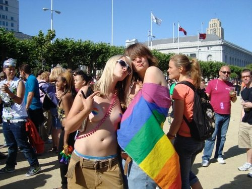 Cool_chicks_pride_2009